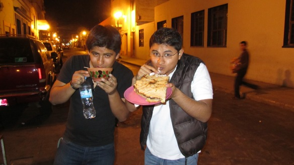 My hosts! To te left, Karim, to the right, Alejandro. :) Eating and drinking typical Oaxacan food