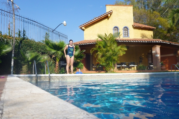 The swimming pool at alejandro and Karims place. Perfect start in the morning!