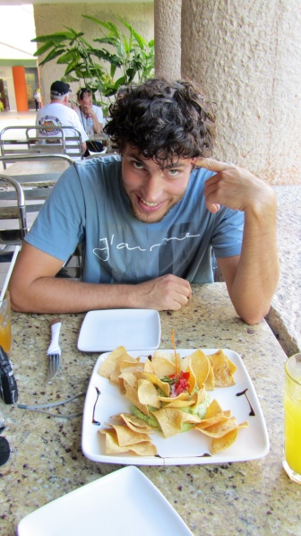 Sharing some nachos in Chichen Itza, the cheapest we could find on the menu ;)