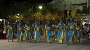 Another group in the carnaval. The women are not so thin here..