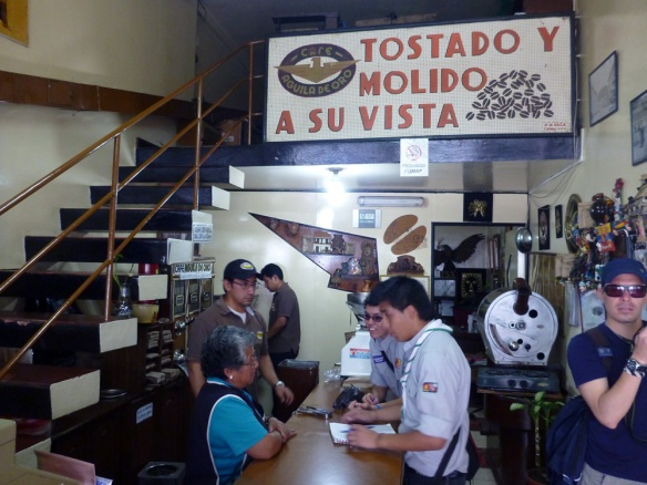 I bought the greatest coffee here, one of the first coffee shops in Quito, still using old grinds...oh!