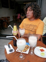 Trying Pisco Sour, the typical drink of Peru! And also another drink, made of the liquid from Ceviche, which has fish in it... weeeeird.
