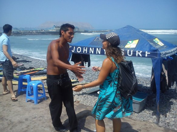 Haha, greeting Alberto, our other surf teacher. Looks like we have been friends forever, which wasn't the case!