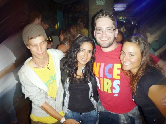 Michell, Carla, Rafael and me... best gang. Carla is on fire! (look what michell has in his hand... haha)
