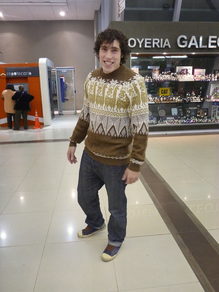 At the mall after the cinemas... I think he is gorgeous?? I brought the pullover from Peru :)