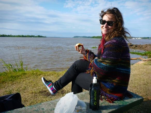 Having empanadas by the river in Parana
