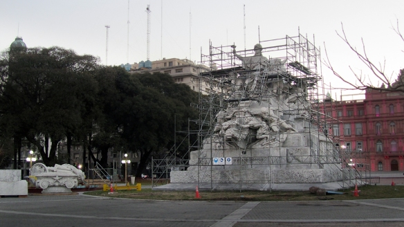 The statue of Cristobal Colón, that Christina, the president of Argentina, is taking down after being part of the park since 1921... why?? Because she thinks that Colón is an object of controversy. I don't know how much it costs to moves these 623 tons of statue, but they could probably spend that money on something more worth it then this. The people won't feel less controversy because the statue has been moved. This is just jet another stupid act of a stupid president.
