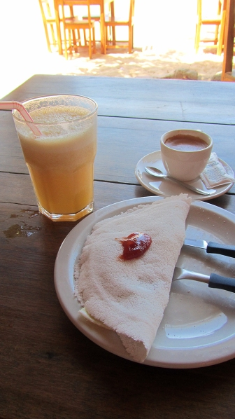 Tapioca with coalgo-cheese and goiaba-fruit and a juice of Abacaxi