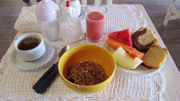 My breakfast buffet!! Home made yoghurt, cajú juice, some tropical fruits, coffee etc... :)