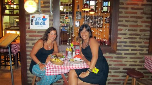 Had dinner with Mariana at Cafe do Brazil. A eggplant sandwish, very good!!