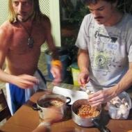 Lazaro and Gaston, filling calamares with something...