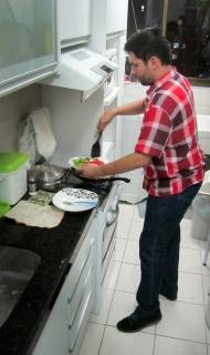 Ze cooking dinner