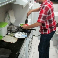 Ze cooking dinner