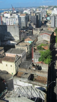 This neighborhood is abandoned and dangerous, in cidade baixa
