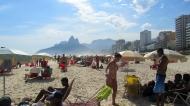 Crowdy Ipanema beach