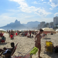 Crowdy Ipanema beach