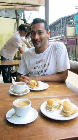 Having sandwish with Yazzeed