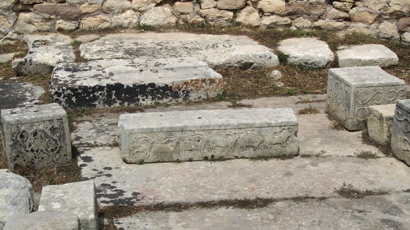 This alter is believed to be the place where they sacrified animals, due tu the stone gravings