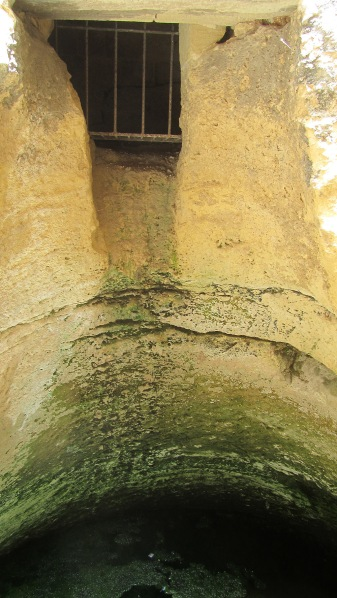 Nice bathroom. You can see old rests of excrements along the wall, from the cell window down to the well.