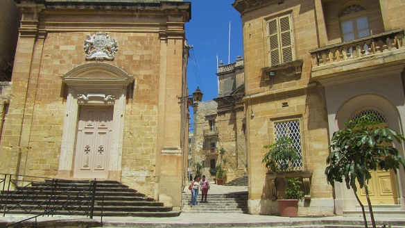 Walking around in Vittoriosa