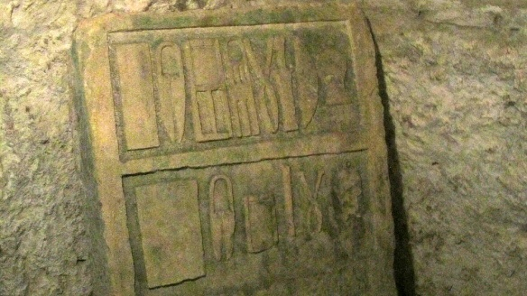 In the small catacombs, the carving suggests that there were a group of surgeons lying in this catacomb