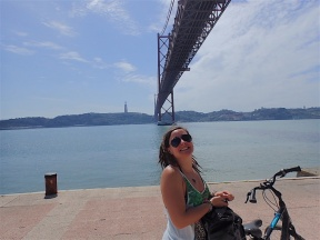 Under the replica of the San Francisco bridge