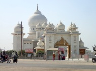 A mini Taj Mahal along the road to Agra
