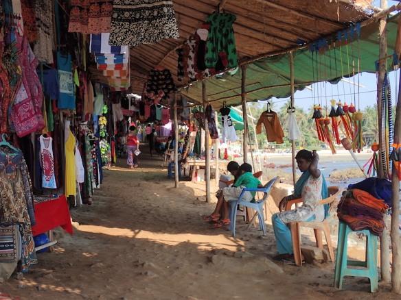 Many nice shops along the beach!