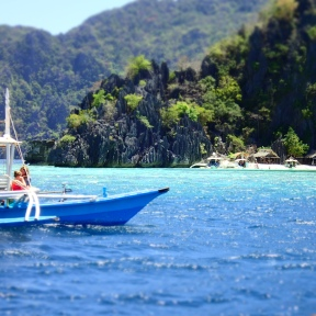 Typical Coron boat and view