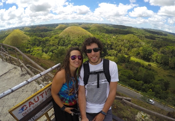 The mandatory picture in front of the chocolate hills :)